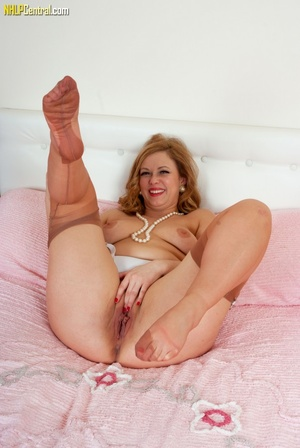 Big-bottomed brunette in stockings shows - XXX Dessert - Picture 11