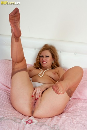 Big-bottomed brunette in stockings shows - XXX Dessert - Picture 12