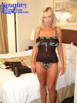 Busty blonde with amazing cougar body we - XXX Dessert - Picture 1