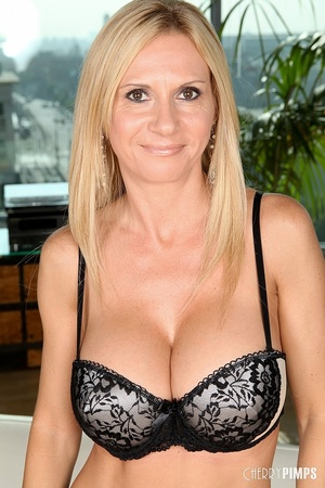 Amature hot housewife milf