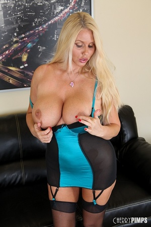 Drop-dead blonde cougar is teasing with  - XXX Dessert - Picture 4