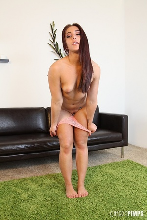 While masturbating, this sexy brunette v - XXX Dessert - Picture 6