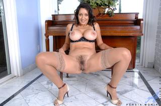 thick brunette milf slides