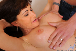 Long haired vixen grinds her fat pussy o - XXX Dessert - Picture 4
