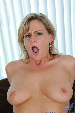 sultry blonde babe enjoys