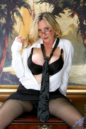 Nerdy blonde mature slides her undies to - XXX Dessert - Picture 3