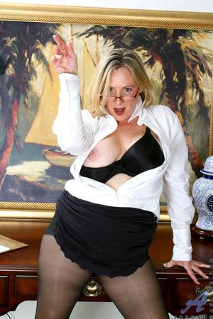 Nerdy blonde mature slides her undies to - XXX Dessert - Picture 7