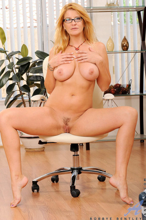 Nerdy blonde office babe teases us by playing with herself - XXXonXXX - Pic 8