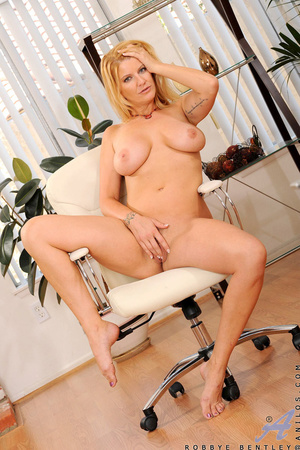 Nerdy blonde office babe teases us by playing with herself - XXXonXXX - Pic 14