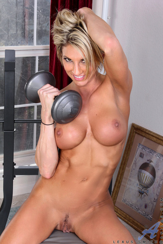 fit blonde babe plays