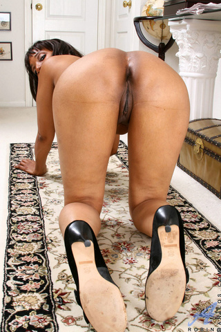 ebony milf displays tight