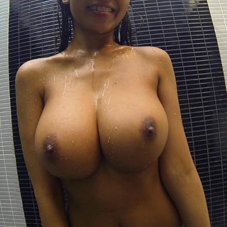 natural tits shower