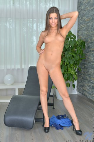 natural beautiful shaved pussy