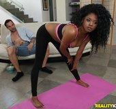 Round yoga pants