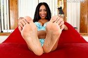 brunette feet