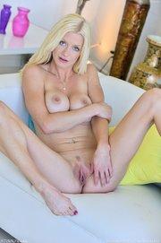 blonde anal toy gape