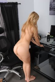 blonde amateur striptease