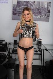 blonde amateur striptease