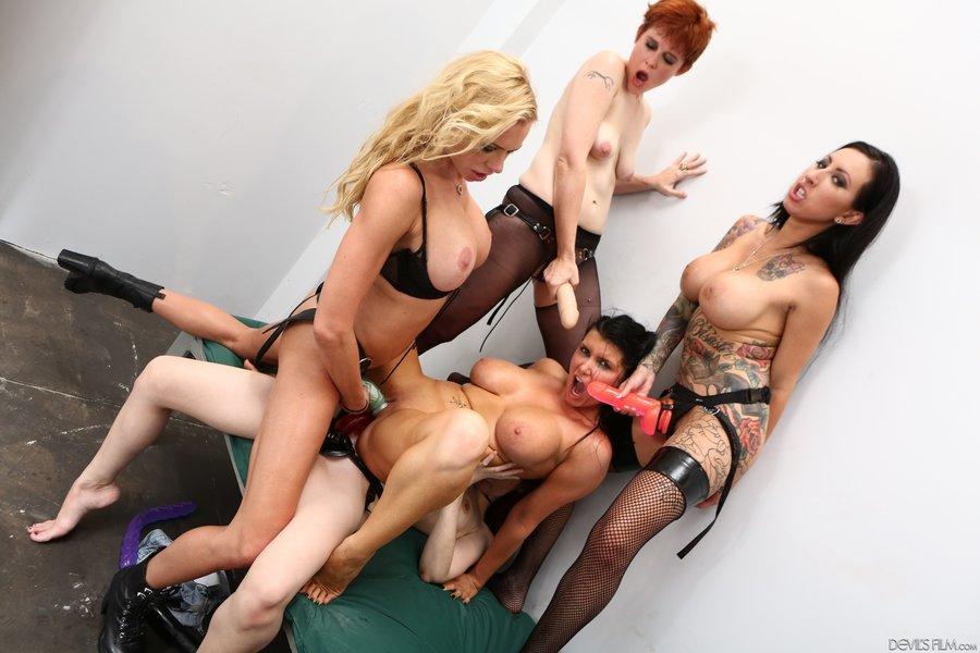 Latina Lesbian Strap Amateur
