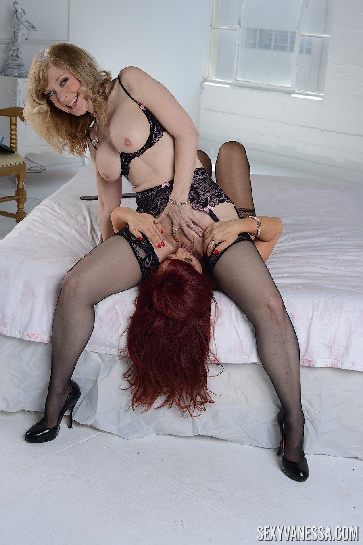 Sexy curvy girls nude