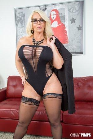 Huge mature boobs huge boobs pics