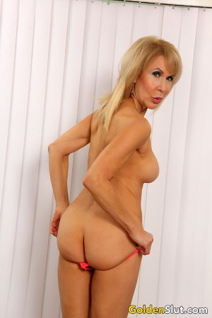 Free nude blonde pics 4983