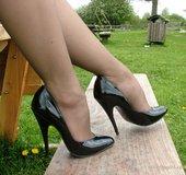 Lovely blonde feet