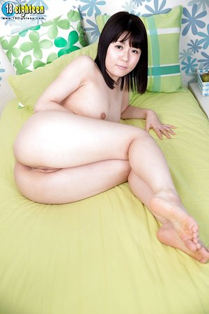 Japanese open legs - Picture 13