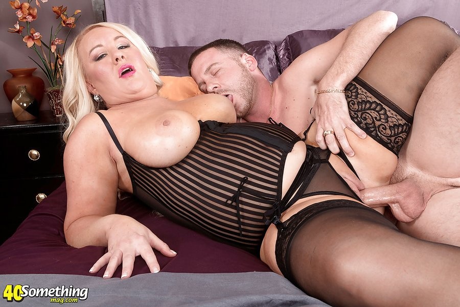 Busty Milf Threesome Squirt